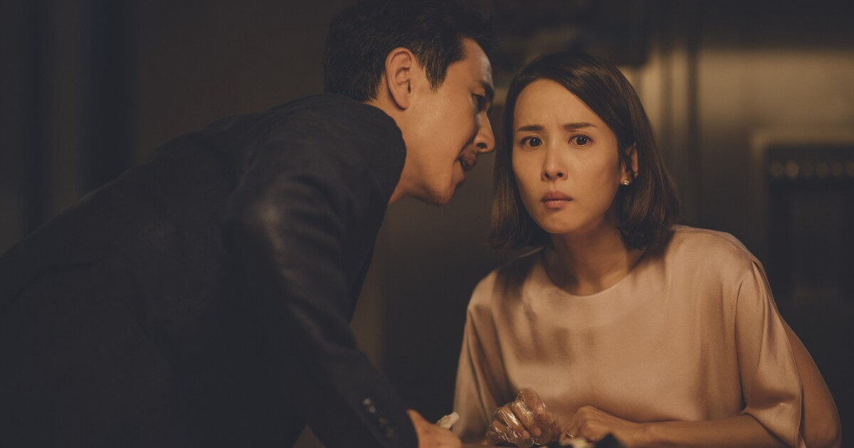 ?url=https%3a%2f%2fcalifornia times brightspot.s3.amazonaws.com%2f81%2fd2%2f24ea4f854d89b56cc9cbcea27426%2fparasite mr park sun kyun lee and yeon kyo park yeo jeong jo in parasite rgb