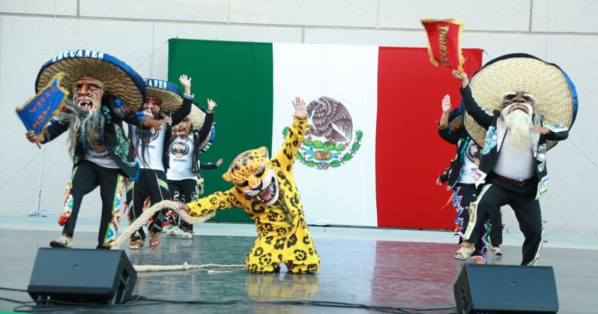 'El Grito' Mexican Independence Day celebration kicks off Segerstrom Center's Hispanic culture lineup - Los Angeles Times