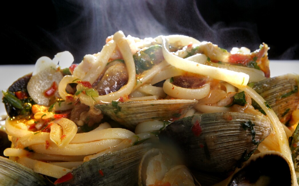 Linguine with clams, pancetta and chiles