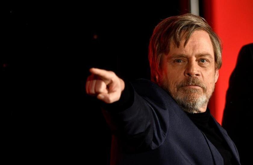 """El actor Mark Hamill, que interpreta a Luke Skywalker en """"Star Wars"""", se disculpó hoy en Twitter por sus críticas acerca de la nueva dirección que había emprendido su personaje en """"Star Wars: The Last Jedi"""", el octavo episodio de la saga de ciencia-ficción ideada por George Lucas. EFE/ARCHIVO"""
