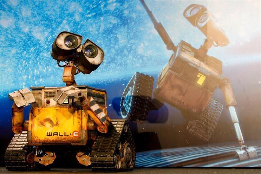 """Fotografía de archivo en donde se observa al robot """"Wall-E"""" durante la presentación de la película de animación """"Wall-E"""". EFE/Archivo"""