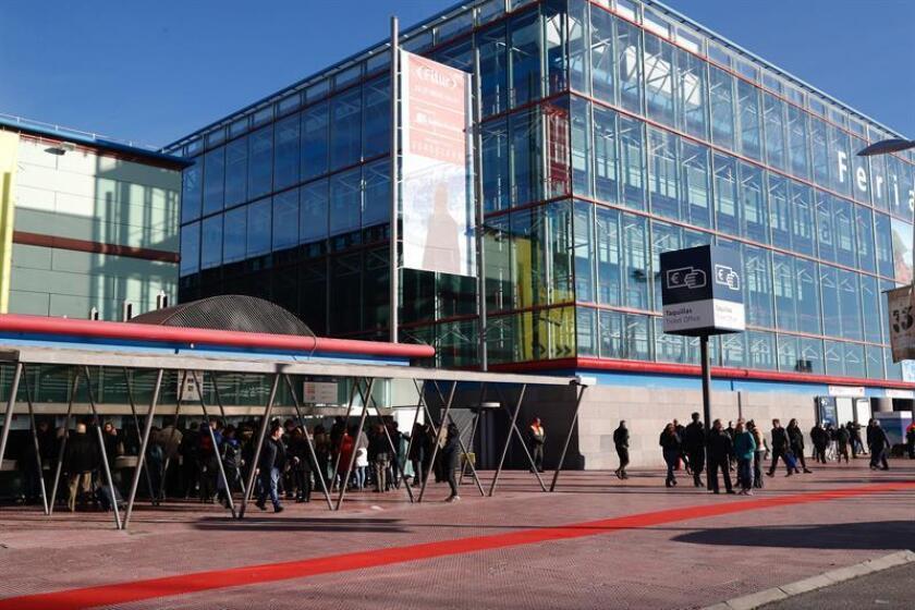 La Feria Internacional de Turismo (Fitur), que celebra su 39 edición, ha abierto hoy sus puertas al público general, tras tres jornadas profesionales, en el recinto ferial de Ifema en Madrid. EFE/J.P.Gandul