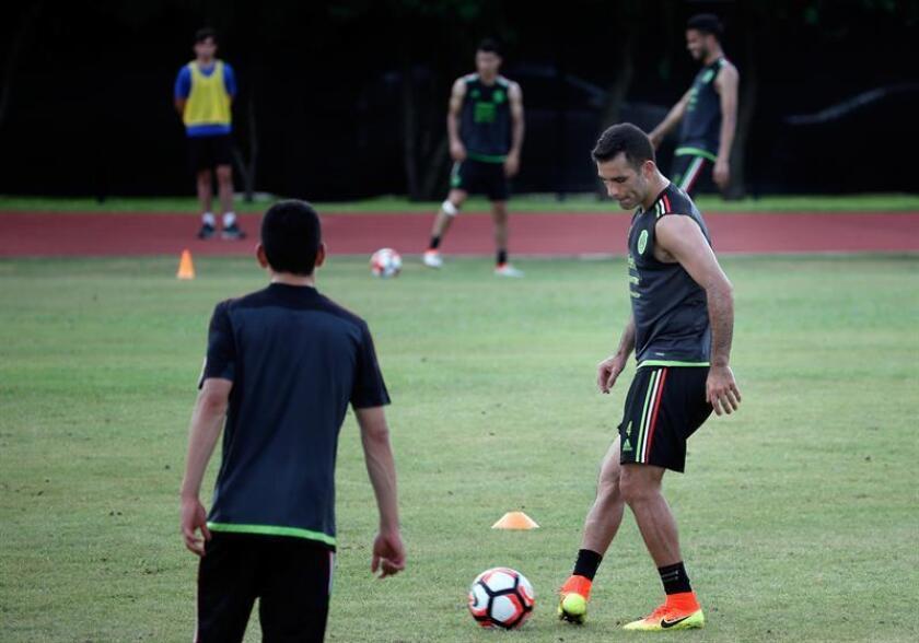 El jugador de la selección mexicana de fútbol Rafa Márquez en un entrenamiento. EFE/Archivo