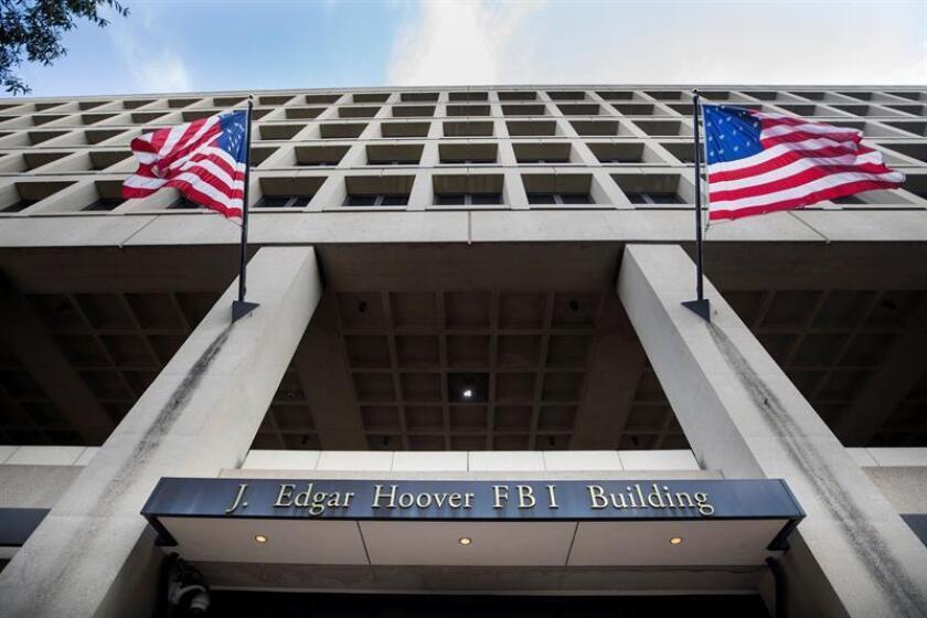 El Buró Federal de Investigaciones (FBI) anunció hoy una recompensa de 25.000 dólares por información que ayude a aclarar la muerte de un agente fronterizo que perdió la vida este domingo en una zona limítrofe con México. EFE/ARCHIVO