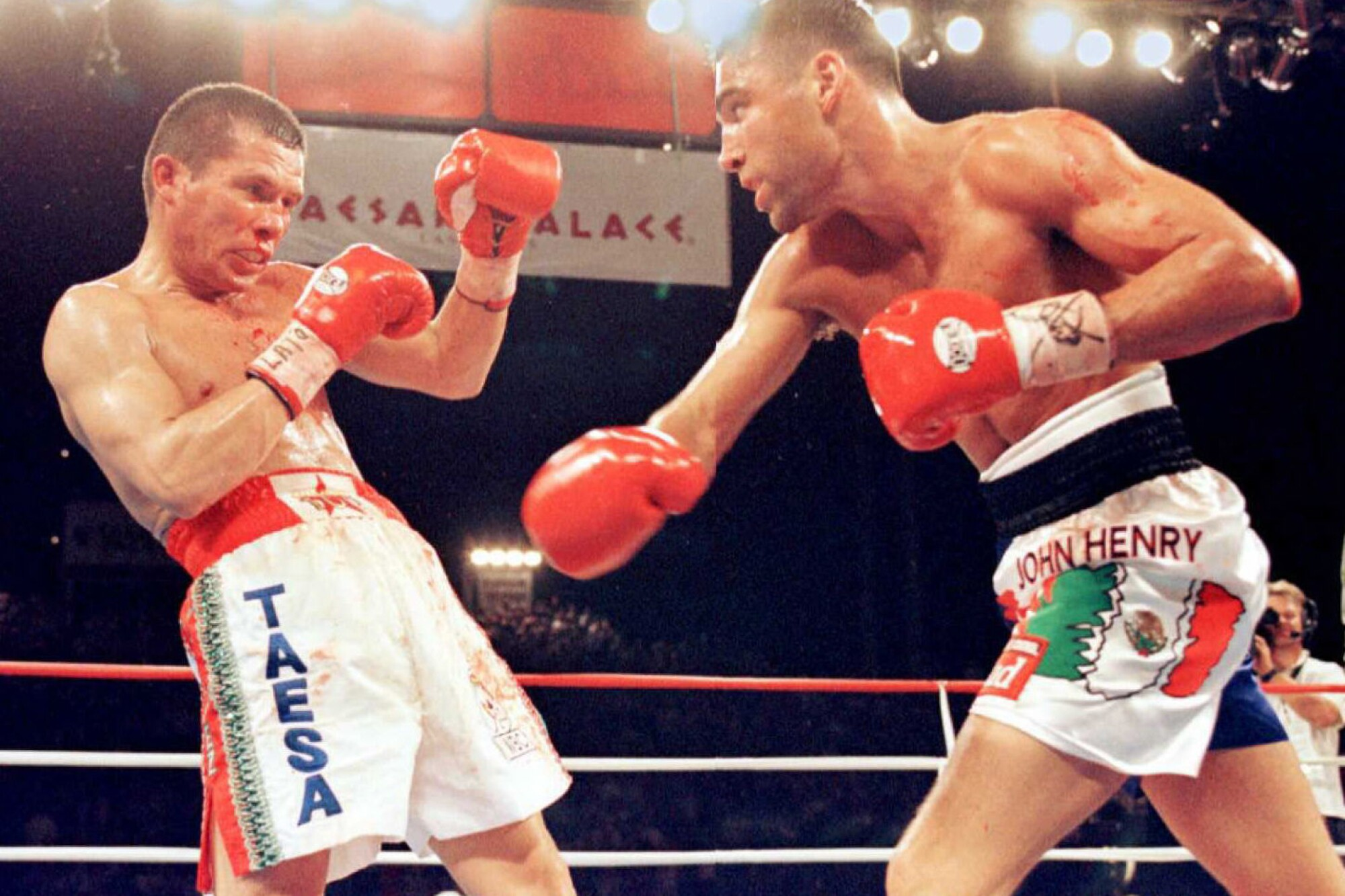 Julio Cesar Chavez reels from a left by challenger Oscar de la Hoya.