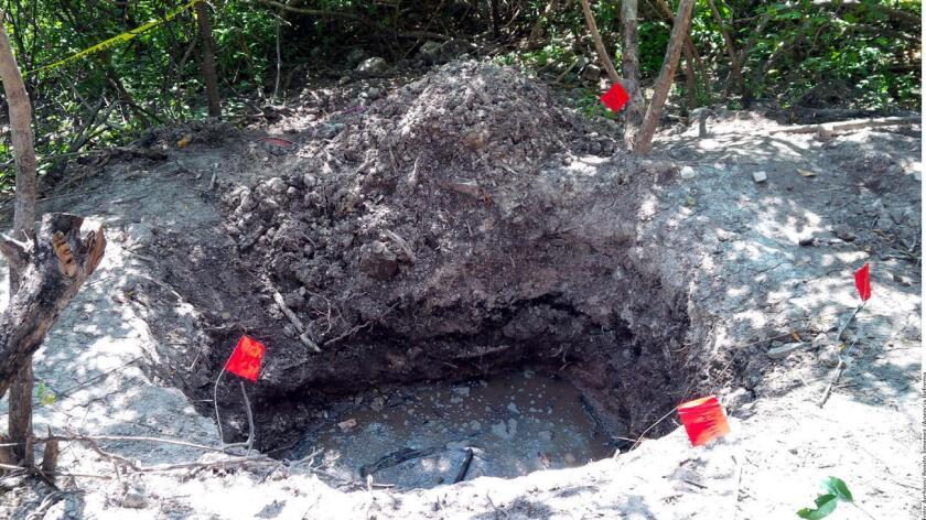 Foto de archivo del 21 de marzo de una de las decenas de fosas que se han encontrado en todo México.