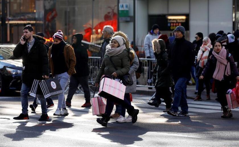 El índice de precios al consumo (IPC) subió un 0,2 % en febrero, aunque la tendencia anual se moderó al pasar de 1,6 % a 1,5 %, informó hoy el Gobierno. EFE/Archivo