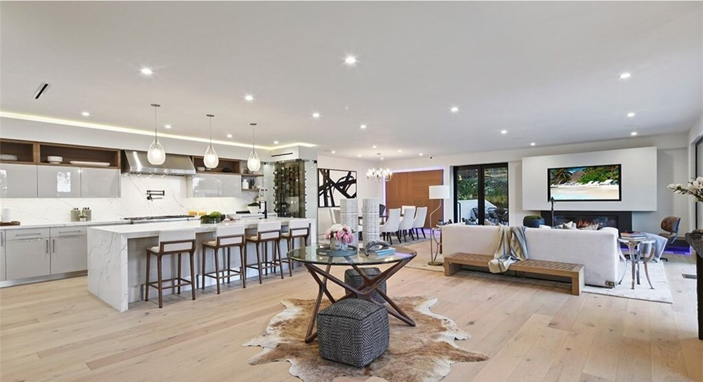 Brendon Ayanbadejo's Brentwood home | Hot Property