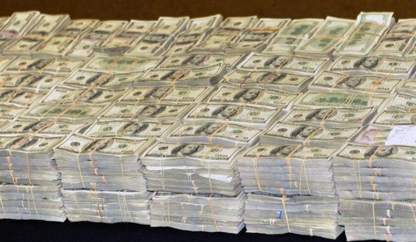 El dinero en efectivo, unos 24 millones de dólares, se encontraba en el interior de 24 cubetas pláticas, con un millón de dólares cada una. EFE/Archivo