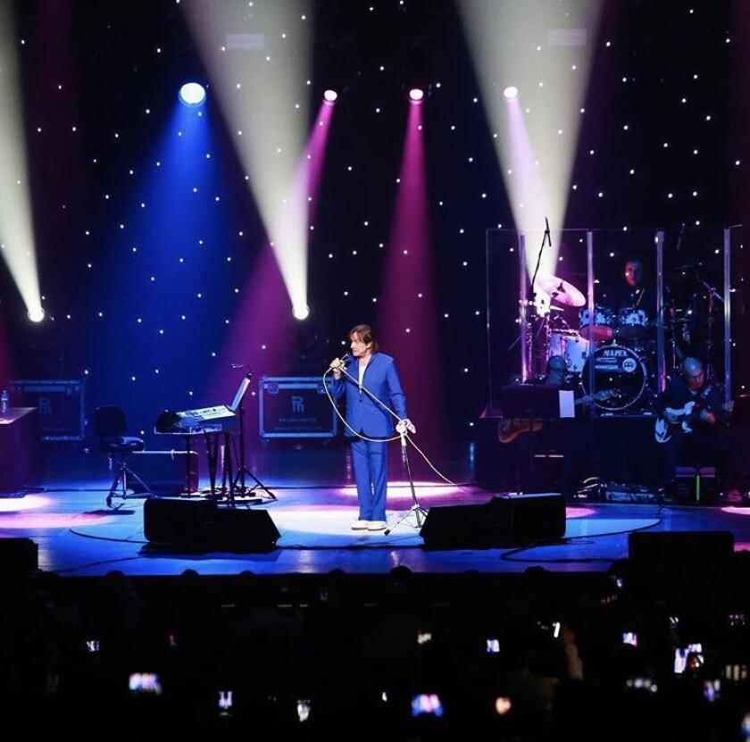 Roberto Carlos durante el concierto del sábado en el Microsoft Theater de L.A. Live.