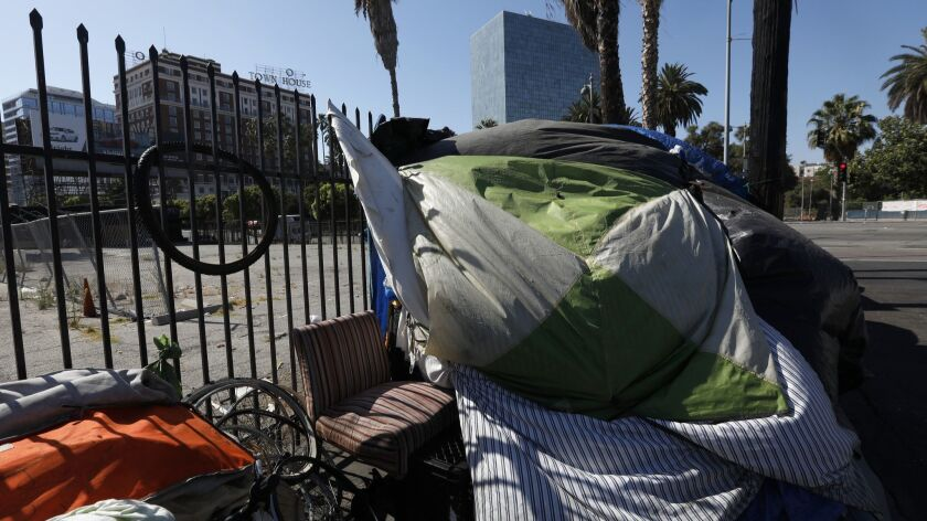 LOS ANGELES, CA August 3, 2018: Tents line the sidewalk across the street from Lafayette Park near