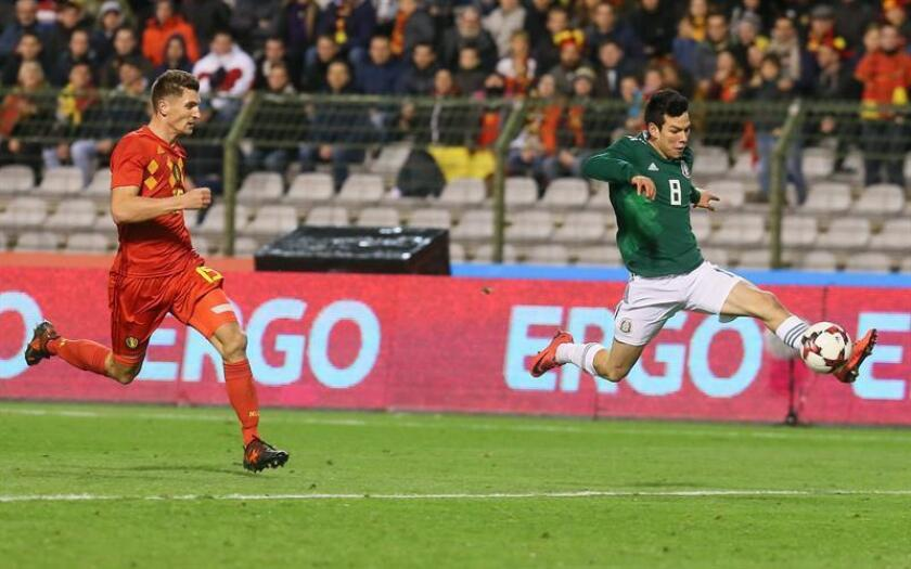 Thomas Meunier (L) of Belgium and Hirving Lozano of Mexico in action during the international friendly soccer match between Belgium and Mexico at King Baudouin Stadium, in Brussels, Belgium. EFE
