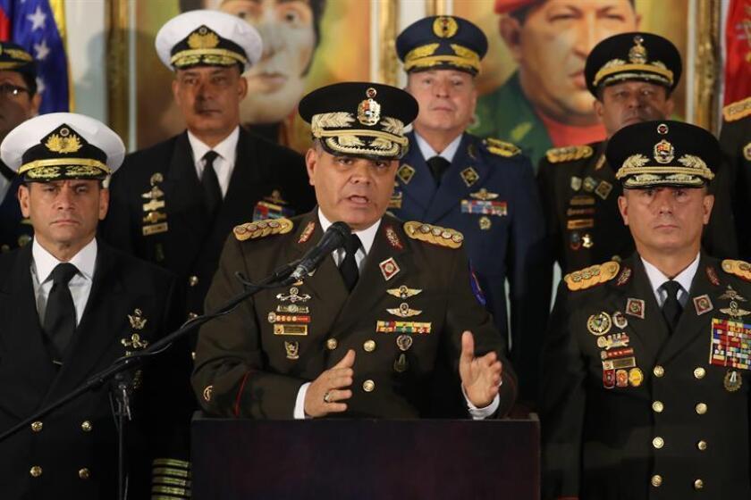 El ministro de Defensa, Vladimir Padrino López, ofrece una rueda de prensa en Caracas (Venezuela). EFE