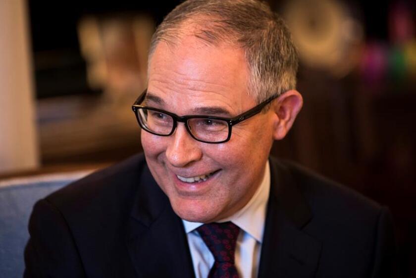 El Senado confirmó hoy a Scott Pruitt, como el nuevo director de la Agencia de Protección Medioambiental (EPA), pese al intento de bloqueo de los demócratas, y en una victoria para los republicanos que buscan dar marcha atrás a las regulaciones federales para frenar el calentamiento global. EFE/Archivo