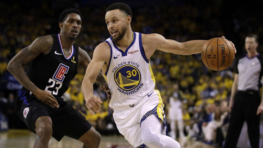 Steph Curry drives the ball around Lou Williams.