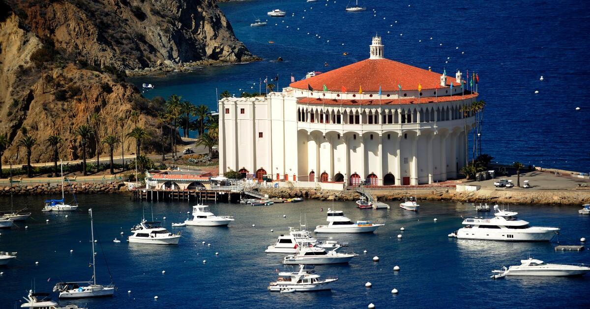 このシアターが映画とカタリナ島の住民に90年。 今まで泊