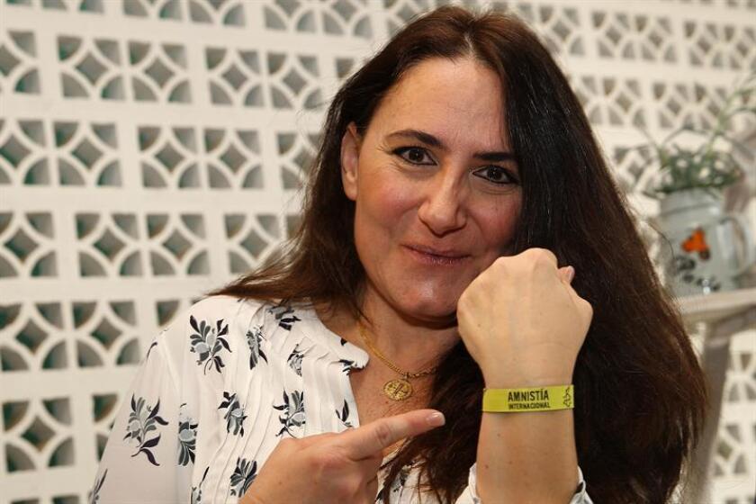 Ligia Ceballos, mexicana que hace 15 años descubrió que había nacido en España en 1968 y no en la ciudad mexicana de Mérida, participa en una conferencia de prensa hoy en Ciudad de México (México). EFE