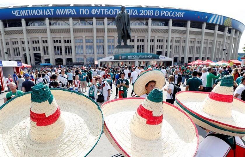 Aficionados mexicanos antes del partido entre Alemania y México, durante el Mundial de Rusia. EFE/Archivo