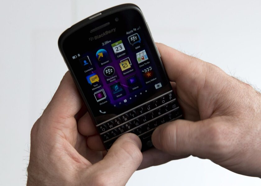 First look at the BlackBerry Q10 smartphone [Video chat
