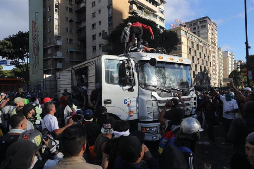 Miles de manifestantes fueron registrados este miércoles al protestar contra el Gobierno del presidente de Venezuela, Nicolás Maduro, en Caracas (Venezuela). EFE