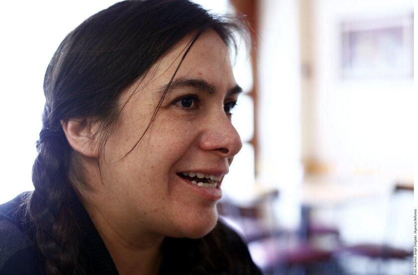 La artista mexicana Tania Candiani.