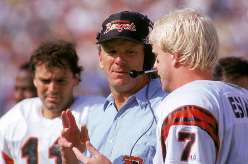 Cincinnati Bengals coach Sam Wyche speaks with quarterback Boomer Esiason.