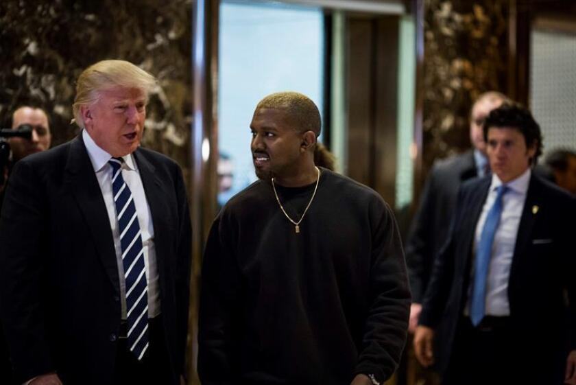 """El cantante de rap Kanye West, esposo de la reina de la farándula estadounidense, Kim Kardashian, se reunió hoy con el presidente electo de EEUU, Donald Trump, para hablar """"de la vida"""". EFE/ARCHIVO"""