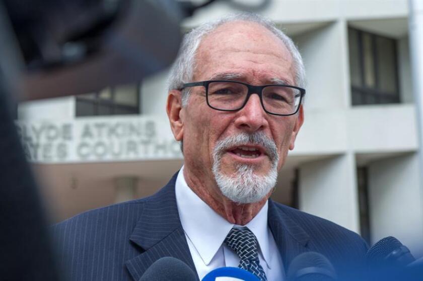 Leonard P. Fenn, abogado provisional del brasileño Frederik Barbieri, habla con los periodistas a su salida de una breve audiencia hoy, martes 27 de febrero de 2018, en un tribunal de distrito en Miami, Florida (EE.UU.). EFE/Archivo