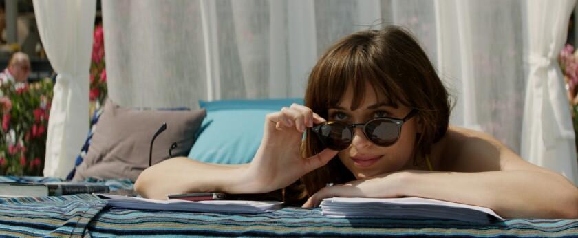 """Dakota Johnson en una escena de """"Fifty Shades Freed"""", que concluye la saga sensual llevada a las pantallas de cine."""
