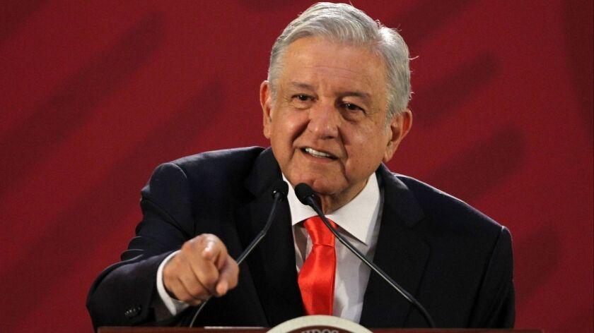 El presidente mexicano, Andrés Manuel López Obrador, habla en una conferencia de prensa en el Palacio Nacional en la Ciudad de México el jueves. (Mario Guzman / EPA / EFE)
