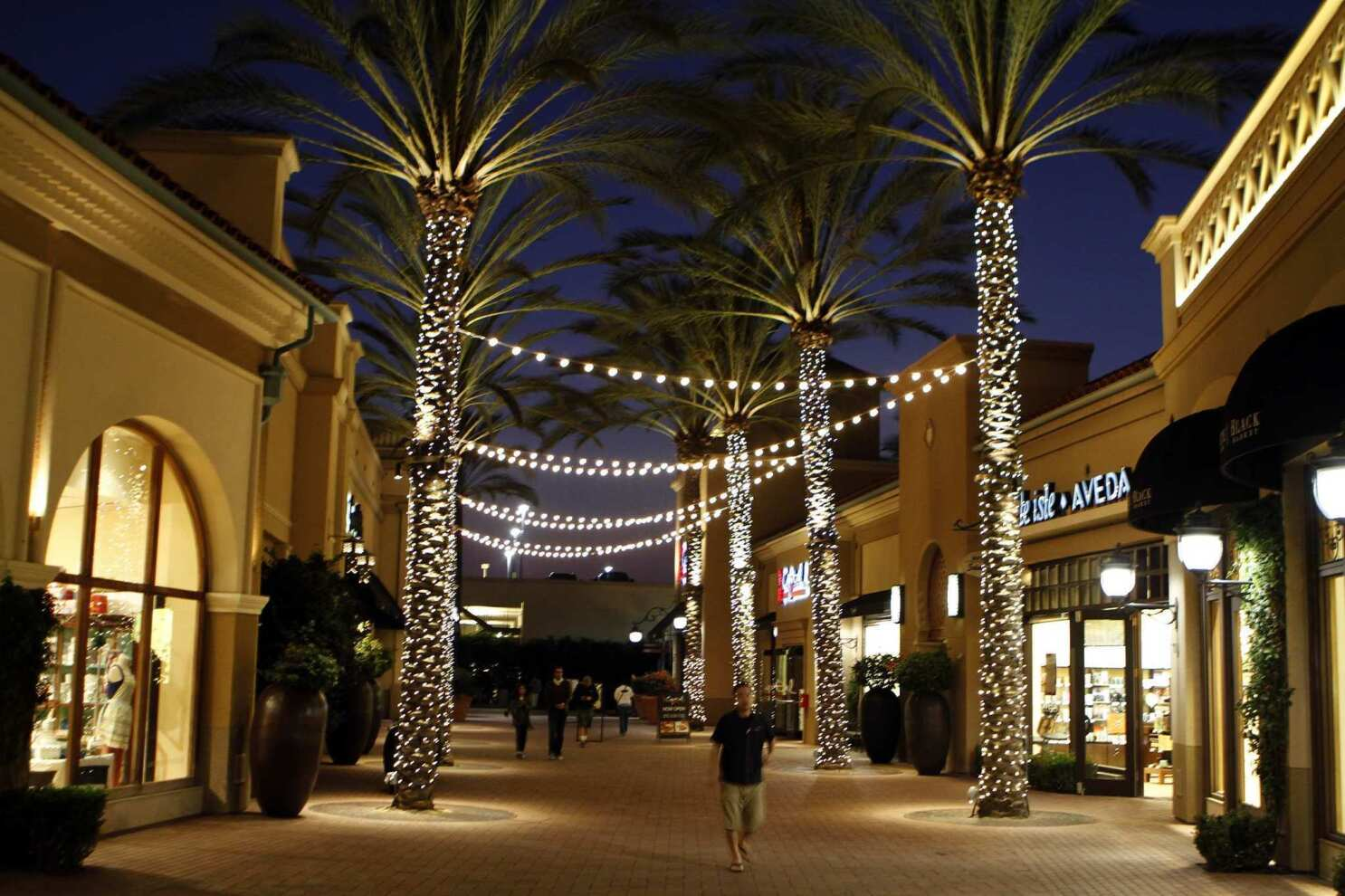 Irvine Spectrum Center Shopping Mall In Southern California Los Angeles Times