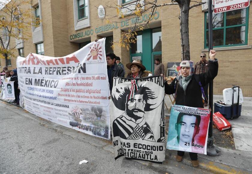 El cuarto aniversario de la desaparición de los 43 estudiantes en Ayotzinapa (México) fue conmemorado hoy en Chicago con discursos, vídeos, actos culturales y la promesa de seguir luchando para encontrar la verdad. EFE/ARCHIVO