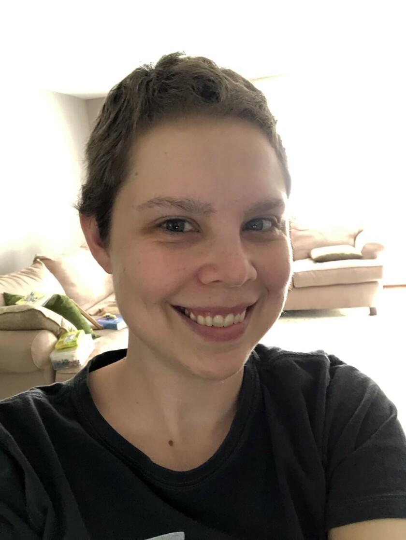 Lauren Shell posa para un selfie en su casa de Leominster, Massachusetts