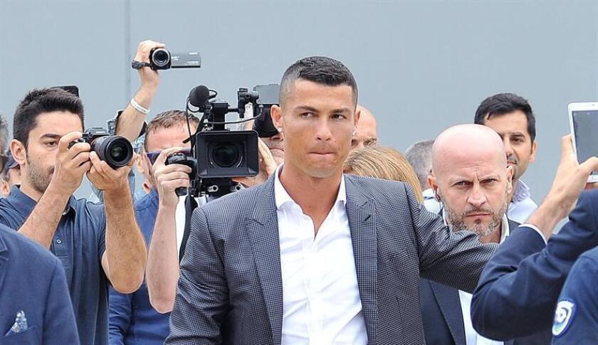 Los abogados de la mujer que ha acusado al futbolista portugués Cristiano Ronaldo de haberla violado en 2009 aseguraron hoy en rueda de prensa que sufre depresión y que ha considerado el suicidio a raíz del presunto suceso. EFE/ARCHIVO