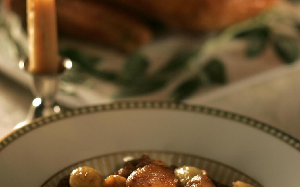 Braised chestnuts with fennel and onions