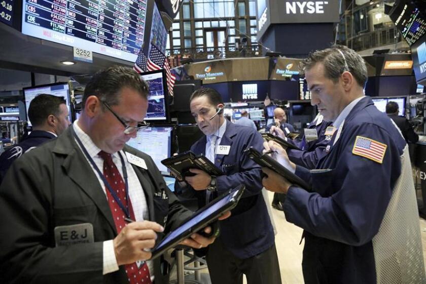 Wall Street cerró hoy al alza, con un avance del 0,20 % en el Dow Jones de Industriales, su principal indicador, en una sesión marcada por preocupaciones geopolíticas que hicieron perder impulso al parqué neoyorquino. EFE/ARCHIVO