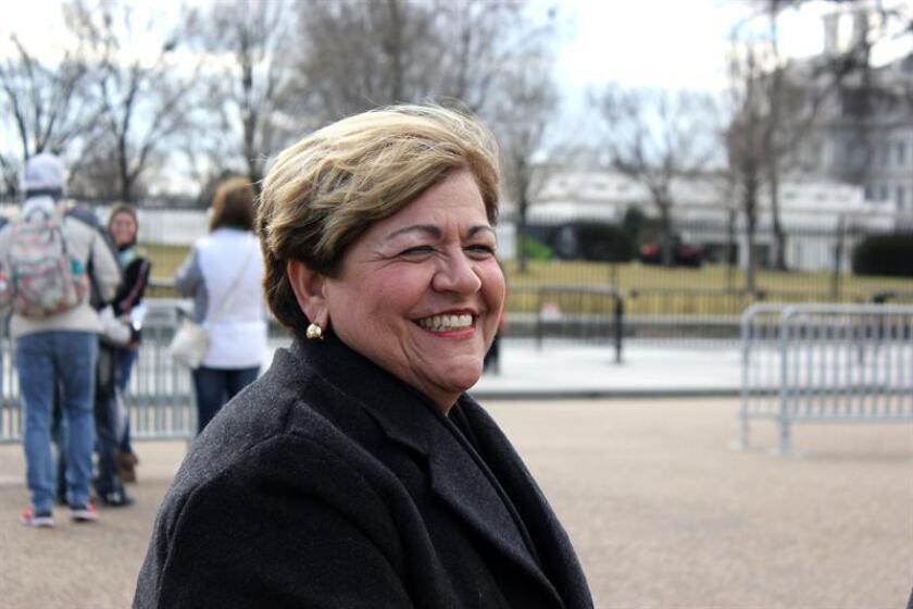 La alcaldesa de la localidad puertorriqueña de Ponce, María Eloísa Meléndez, posa durante una entrevista con Efe, frente a la Casa Blanca hoy, miércoles 24 de enero de 2018, en Washington, DC (Estados Unidos). EFE