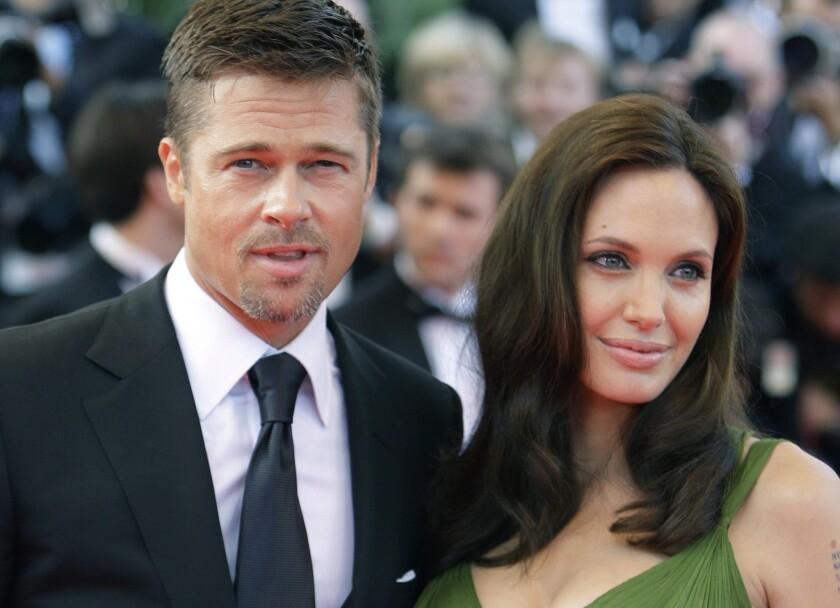 """En esta foto Brad Pitt y Angelina Jolie llegan al estreno de """"Kung Fu Panda"""" en el Festival de Cine de Cannes, en el sur de Francia. (AP Foto/Matt Sayles, Archivo)"""