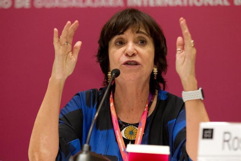 La periodista y escritora española Rosa Montero participa durante una rueda de prensa hoy, miércoles 29 de noviembre de 2017, en Guadalajara (México). EFE