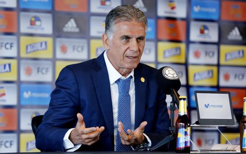 El director técnico de la Selección Colombiana de Fútbol, Carlos Queiroz, habla en rueda de prensa este lunes, en Bogotá (Colombia). EFE