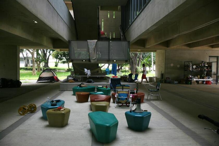 Vista del interior de un edificio en la Universidad de Puerto Rico (UPR), en San Juan. EFE/Archivo