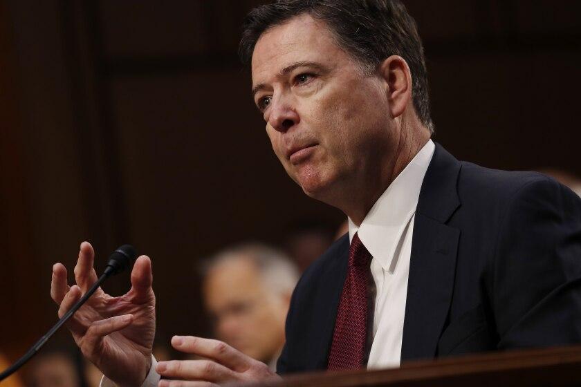 El exdirector del FBI James Comey