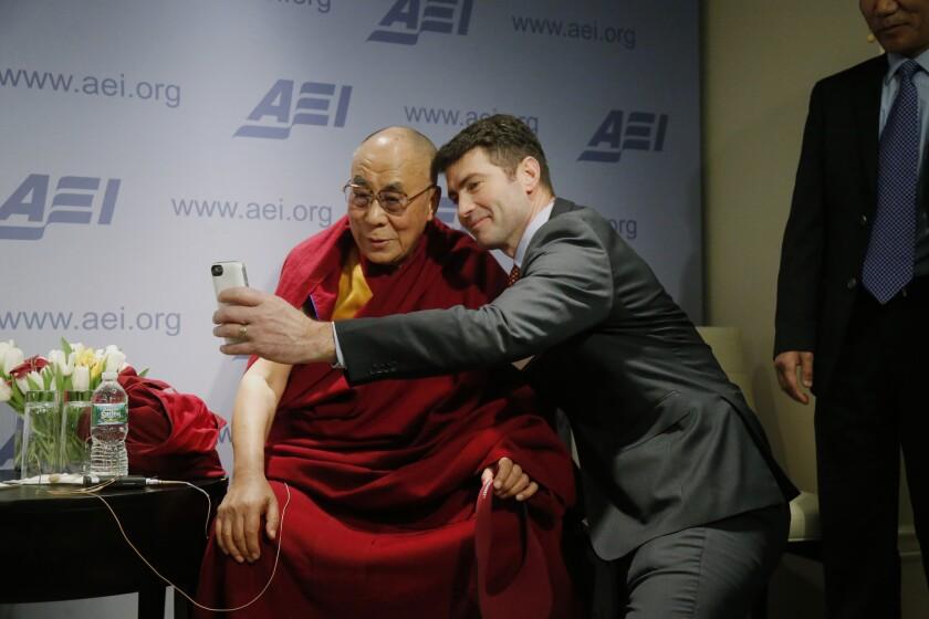 Dalai Lama, Alek Boyd
