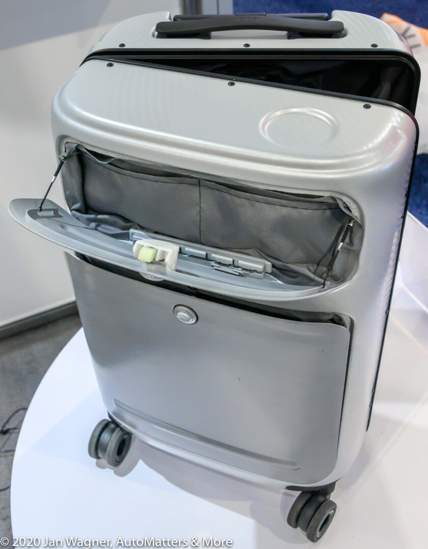 Two exterior front pockets
