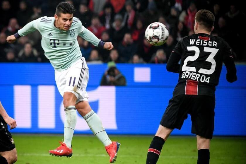 El internacional colombiano James Rodríguez (i), durante un partido con el Bayern Múnich. EFE/Archivo