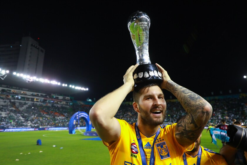 LEON, MEXICO - MAY 26: Andre Pierre Gignac #10 of Tigres celebrates with the Championship Trophy after the final second leg match between Leon and Tigres UANL as part of the Torneo Clausura 2019 Liga MX at Leon Stadium on May 26, 2019 in Leon, Mexico. (Photo by Hector Vivas/Getty Images) ** OUTS - ELSENT, FPG, CM - OUTS * NM, PH, VA if sourced by CT, LA or MoD **