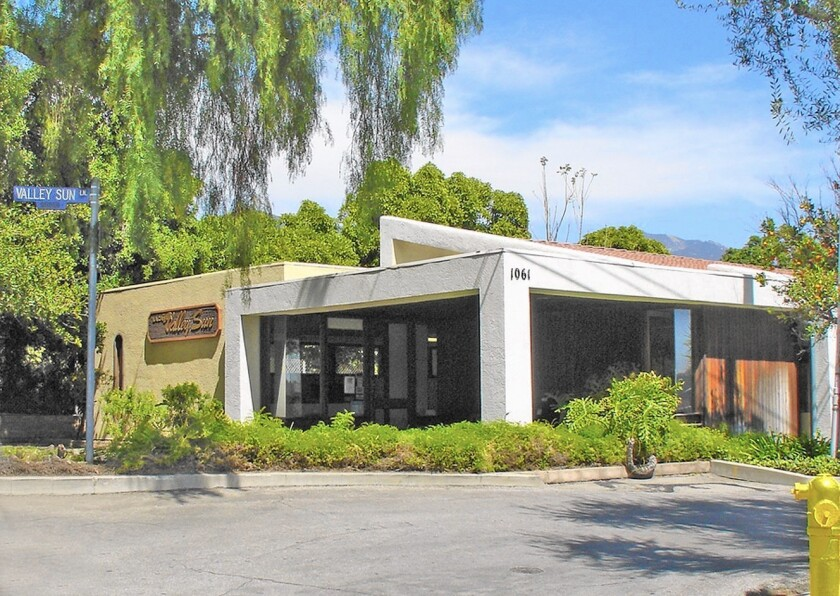 In 1973 several leftover lots became available when the Foothill (210) Freeway construction was wrapped up. Joe Du Plain bought one of these lots on the west side of Angeles Crest, and contracted prolific La Cañada architect Jack Simison to create a modern design for their new headquarters at Hill Street and Valley Sun Lane.