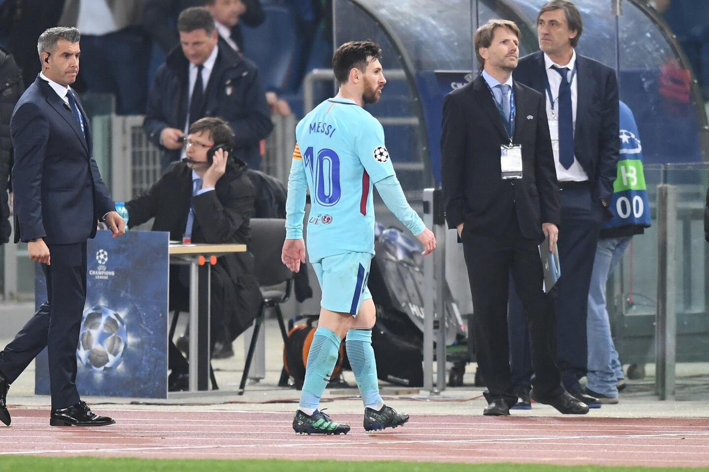 ROME, ITALY - APRIL 10: Lionel Messi of Barcelona walks off the pitch after the UEFA Champions League Quarter Final Second Leg match between AS Roma and FC Barcelona at Stadio Olimpico on April 10, 2018 in Rome, Italy.