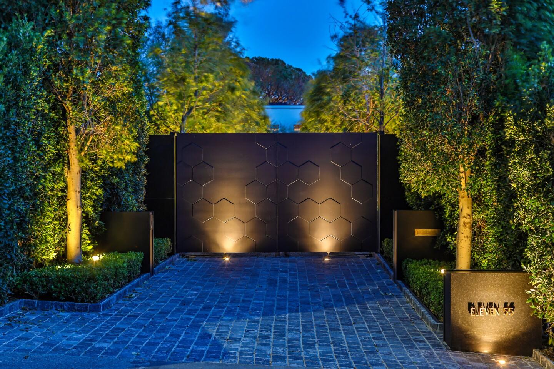 Beverly Hills spec mansion | Hot Property