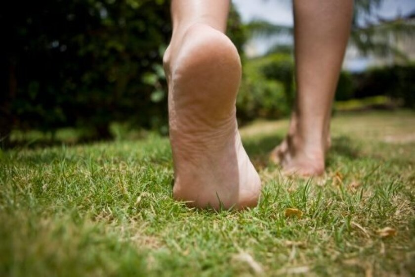 Barefoot running is all the rage -- but it may increase injury risk and slow down performance.